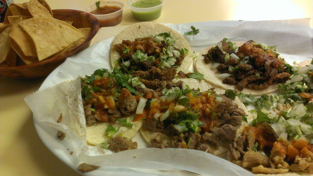 Tacos at Taqueria El Mezcal