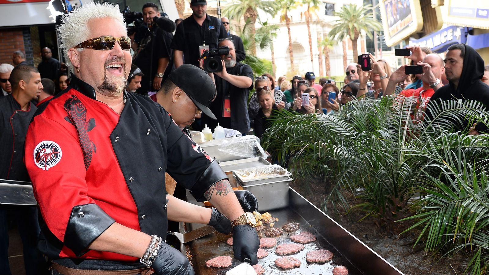 Guy fieri dubbed in italian is just as absurd as regular guy fieri eater - Food network ricette a tavola con guy ...
