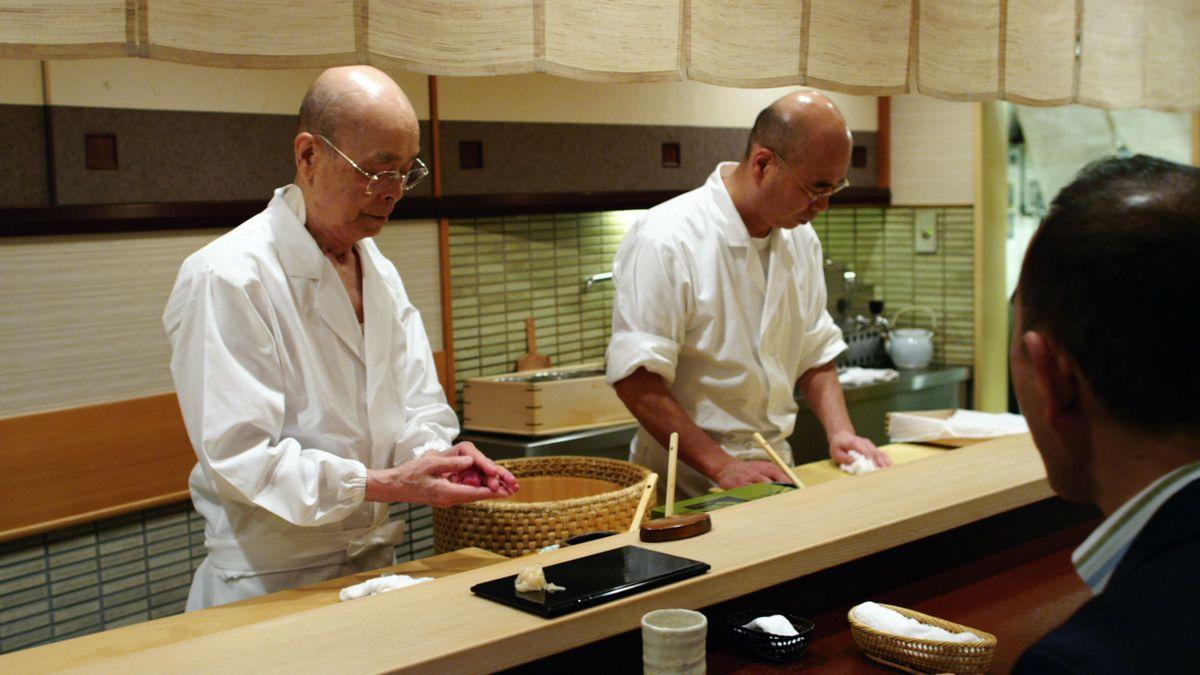 Jiro Ono making sushi
