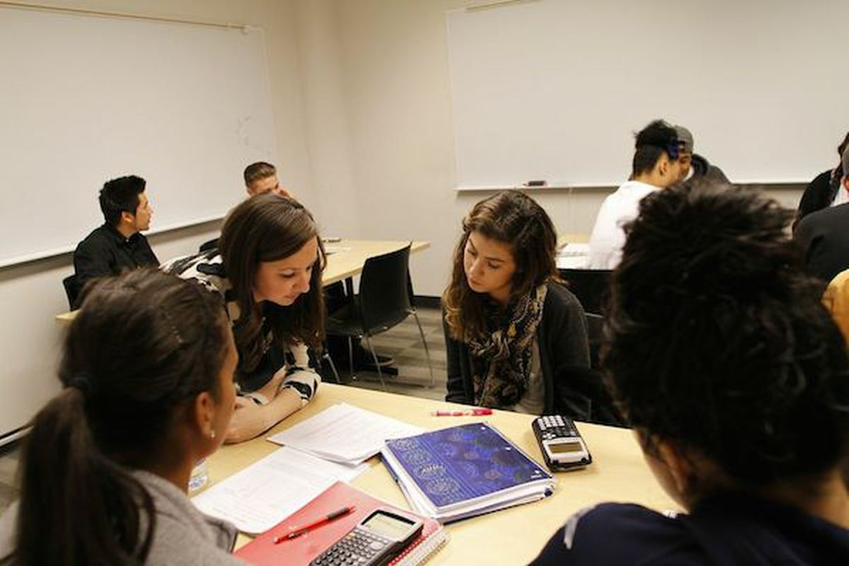 Kellie Zolnikov (left) and Kaitling Carrasco (right) discuss a math problem in peer study session. Zolnikov helps manage Metro State's SAI program.