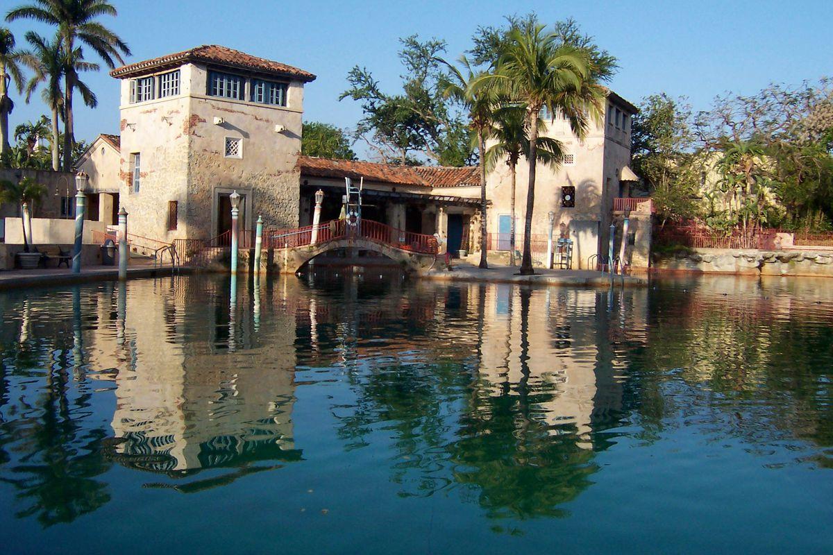"Image Via Facebook/<a href=""https://www.facebook.com/pages/Venetian-Pool/181342568575489"">Venetian Pool</a>"