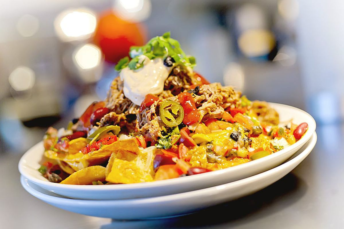 The Broadway Grill specialized in pub fare, such as nachos and grilled chicken sandwiches.