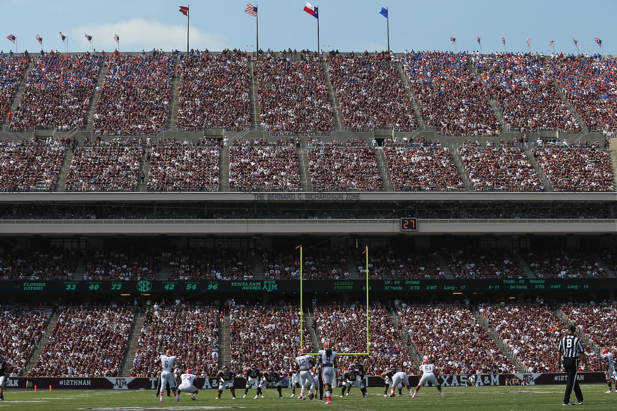 COLLEGE STATION, TX - SEPTEMBER 08:  A general view of play between the Florida Gators and the Texas A&M Aggies at Kyle Field on September 8, 2012 in College Station, Texas.  (Photo by Ronald Martinez/Getty Images)