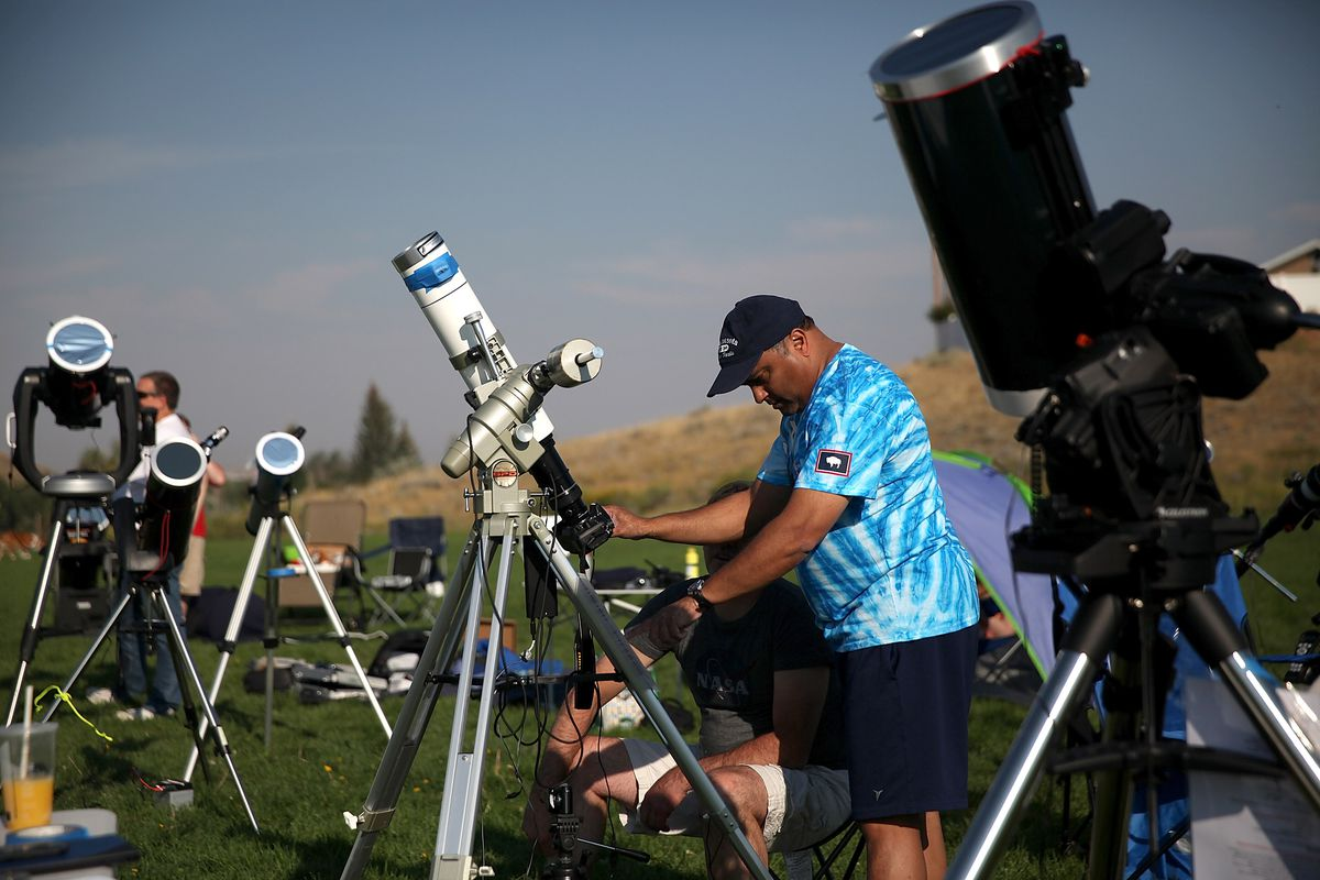 Safely viewing the solar eclipse without safety glasses