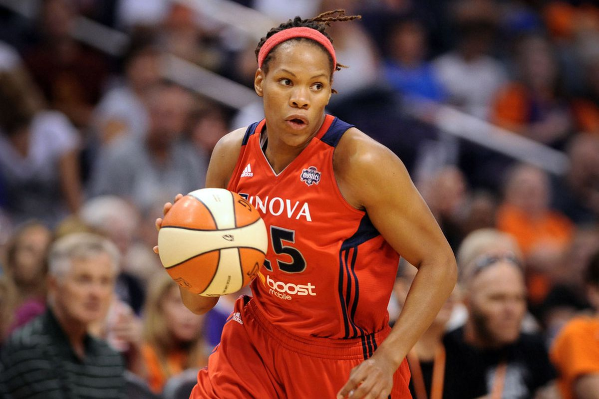 Monique Currie had 13 points and eight rebounds.