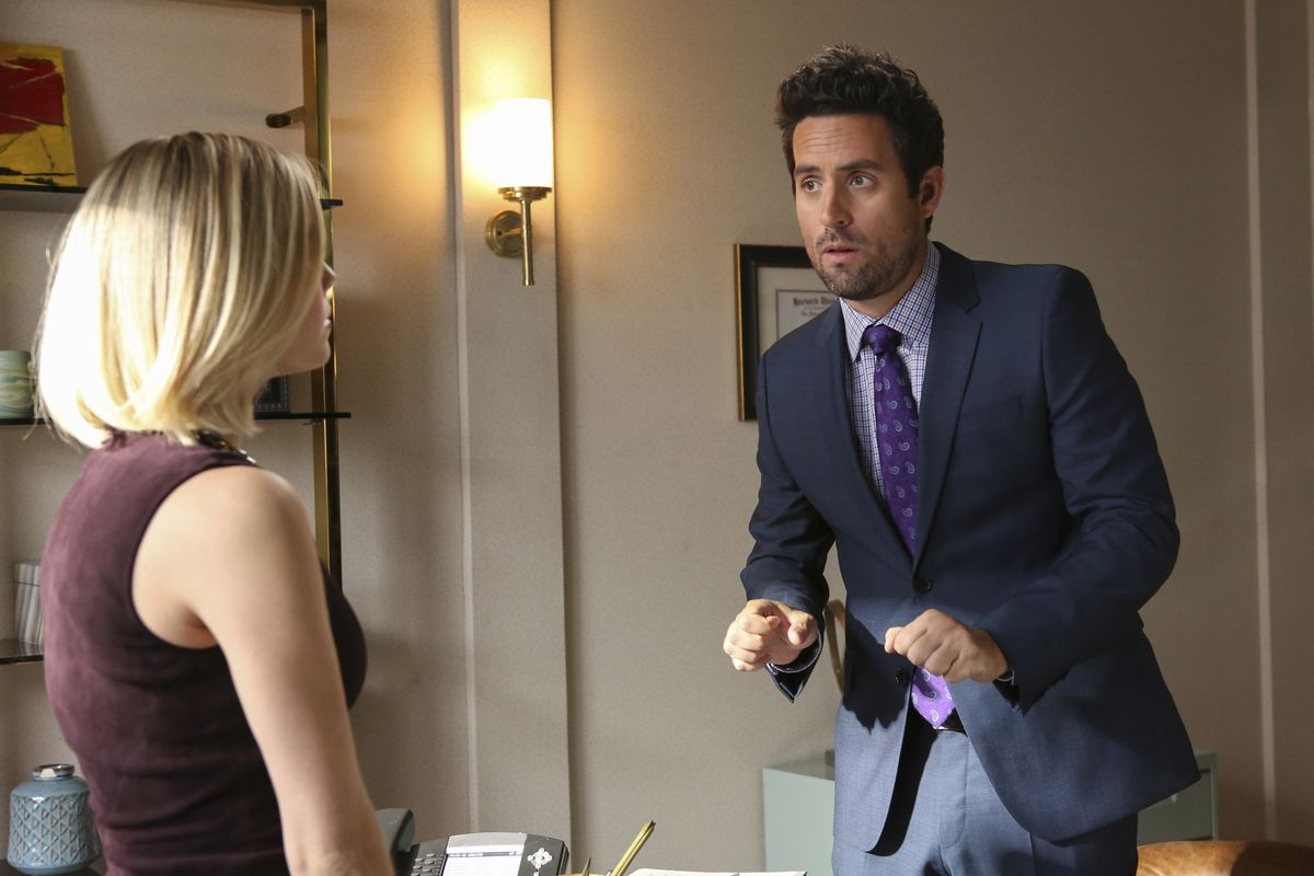Rebecca Rittenhouse as Anna and Ed Weeks as Jeremy Reed in season 5 of The Mindy Project.
