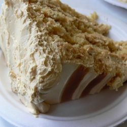 """Magnolia cake by <a href=""""http://www.flickr.com/photos/aranciaproject/4451684033/in/pool-29939462@N00/"""">Arancia Project</a>"""