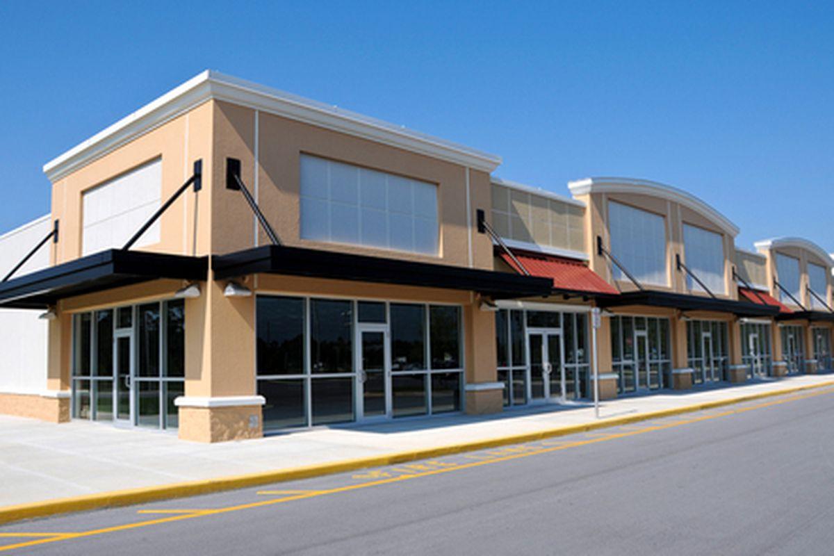 """Generic outlet mall vista via <a href=""""http://www.shutterstock.com/gallery-69512p1.html"""">Mark Winfrey</a>/Shutterstock"""
