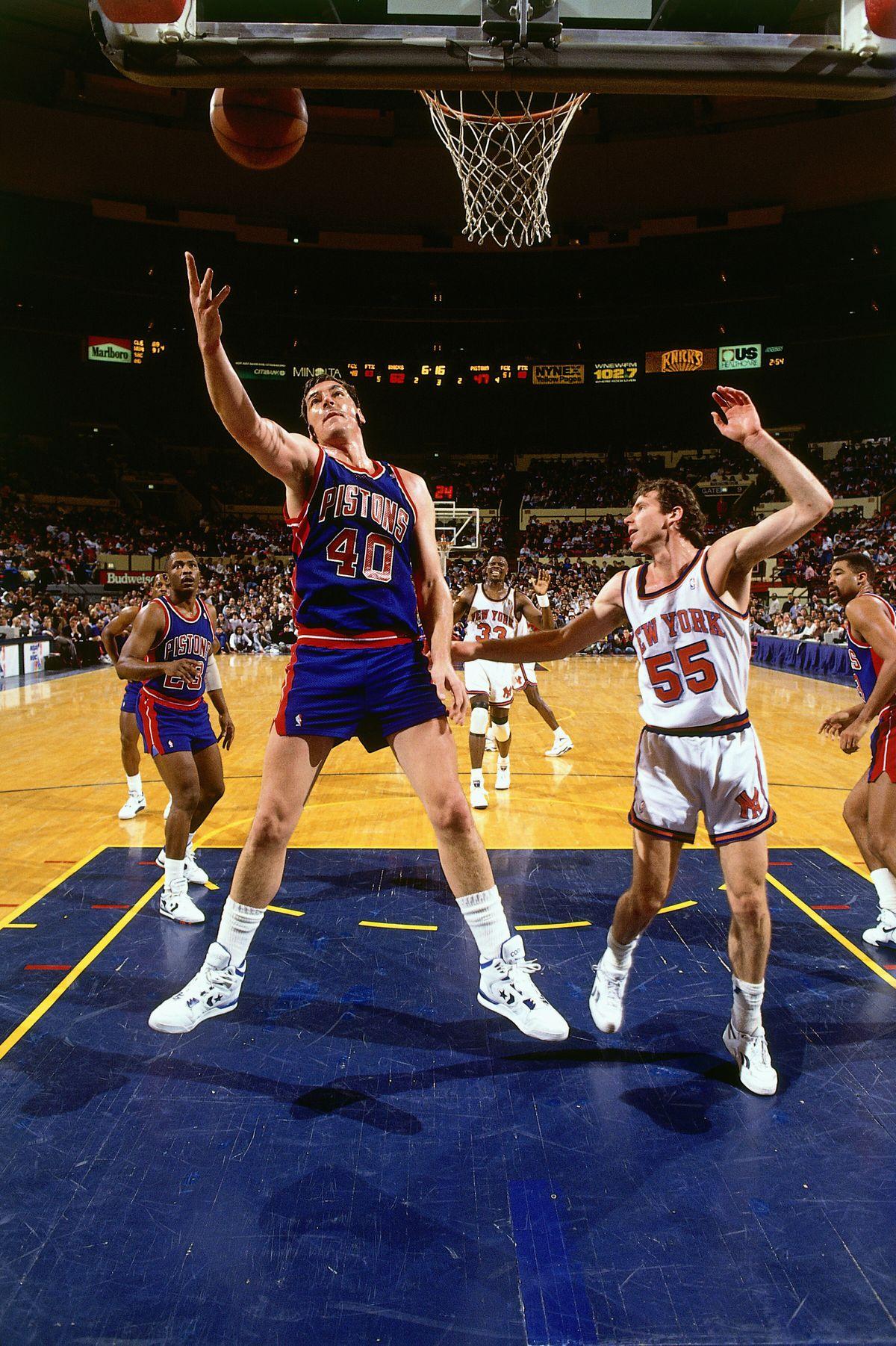 Bill Laimbeer rebounds against Kniicks