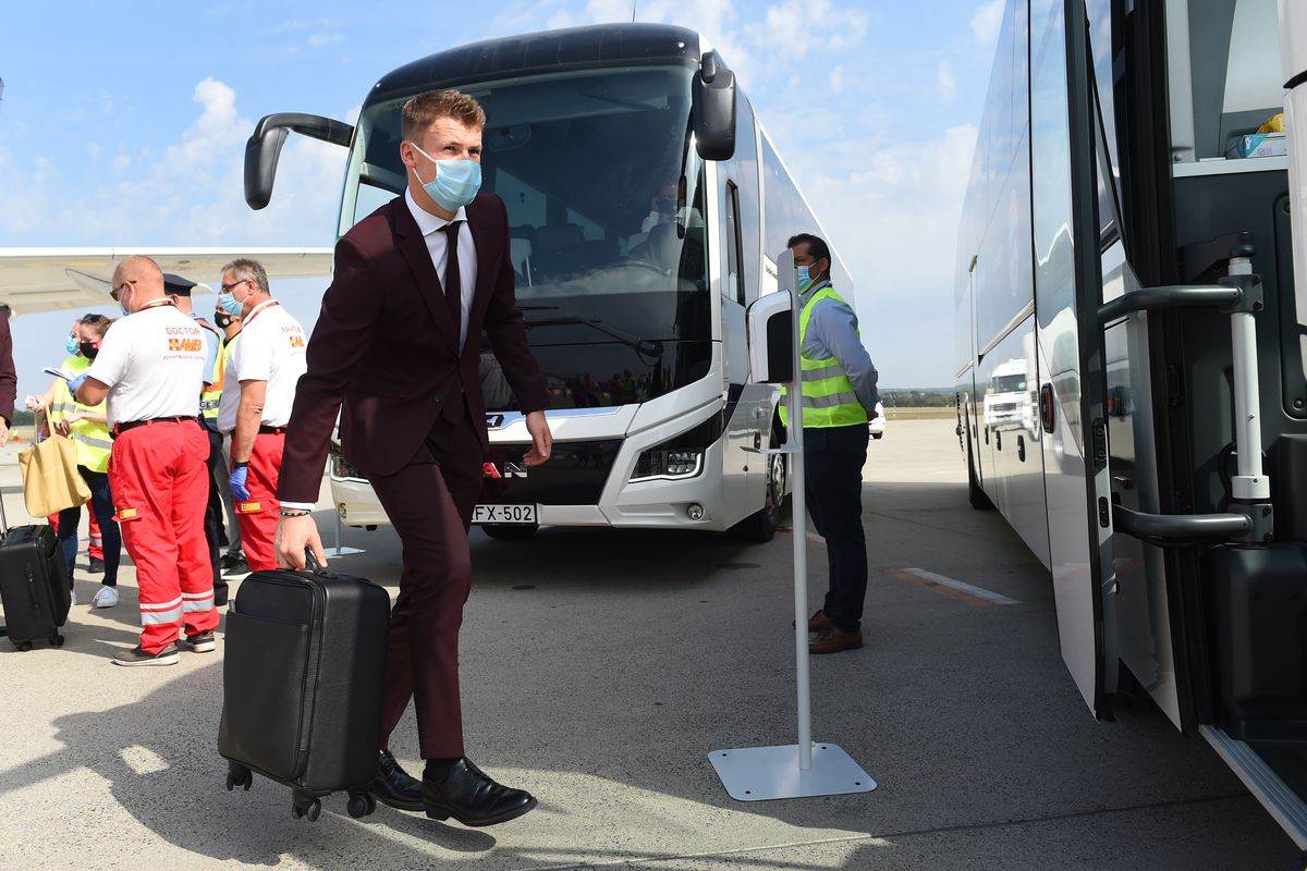 Bayern Munich Arrive in Budapest for the UEFA Super Cup