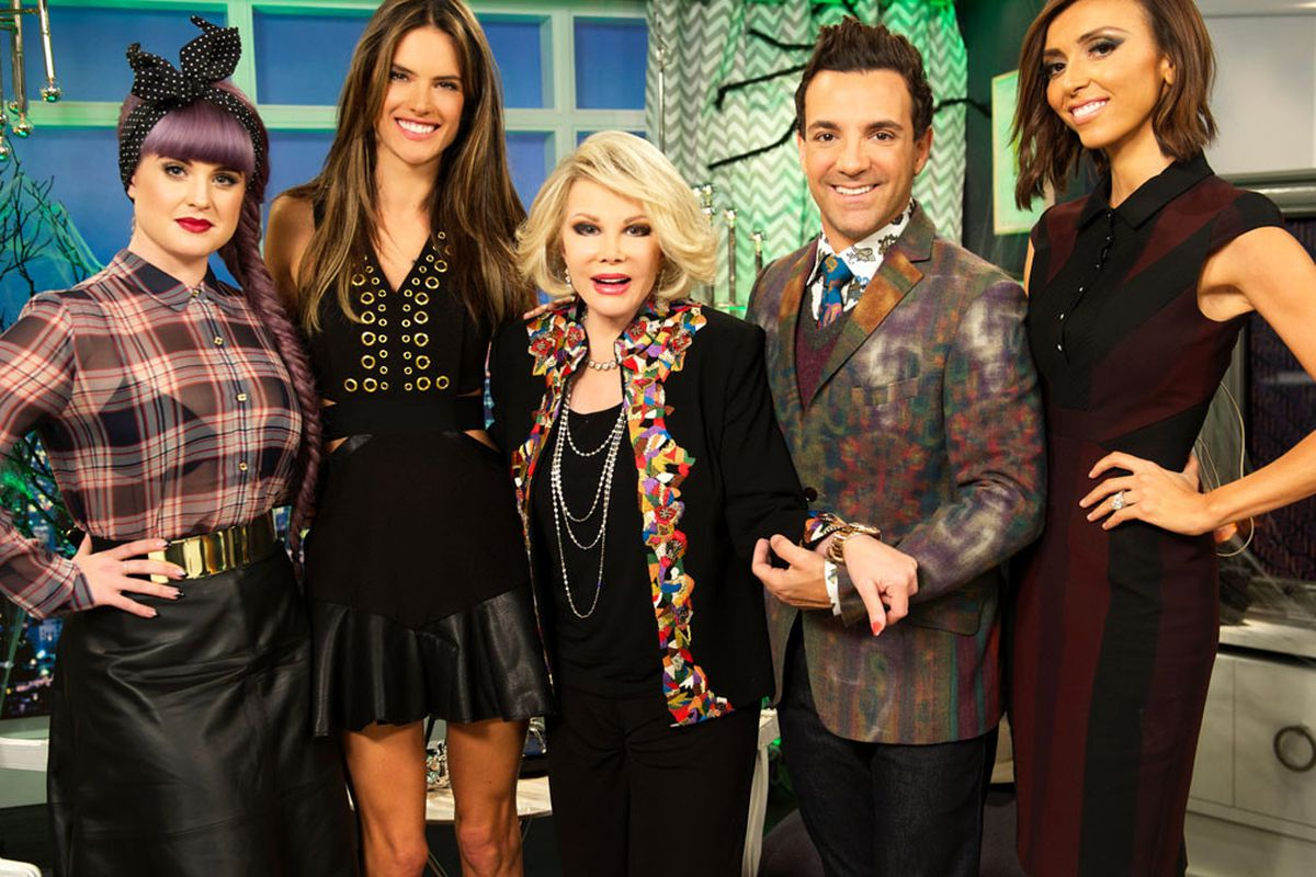 """Image <a href=""""http://says.com/my/entertainment/photos-the-life-and-times-of-fashion-police-s-joan-rivers"""">via</a>"""