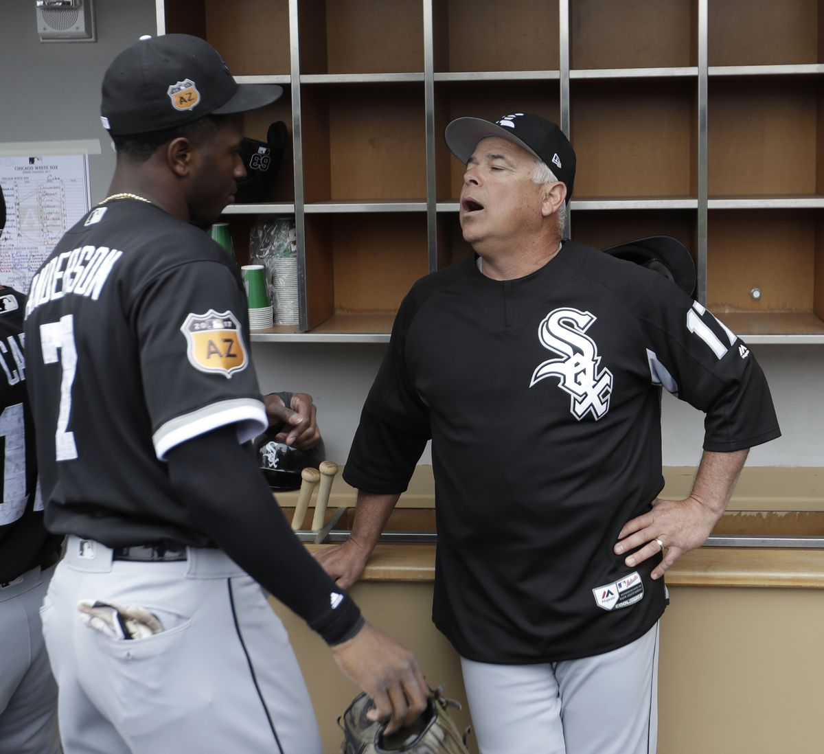 White Sox manager Rick Renteria talks to Tim Anderson before the game.
