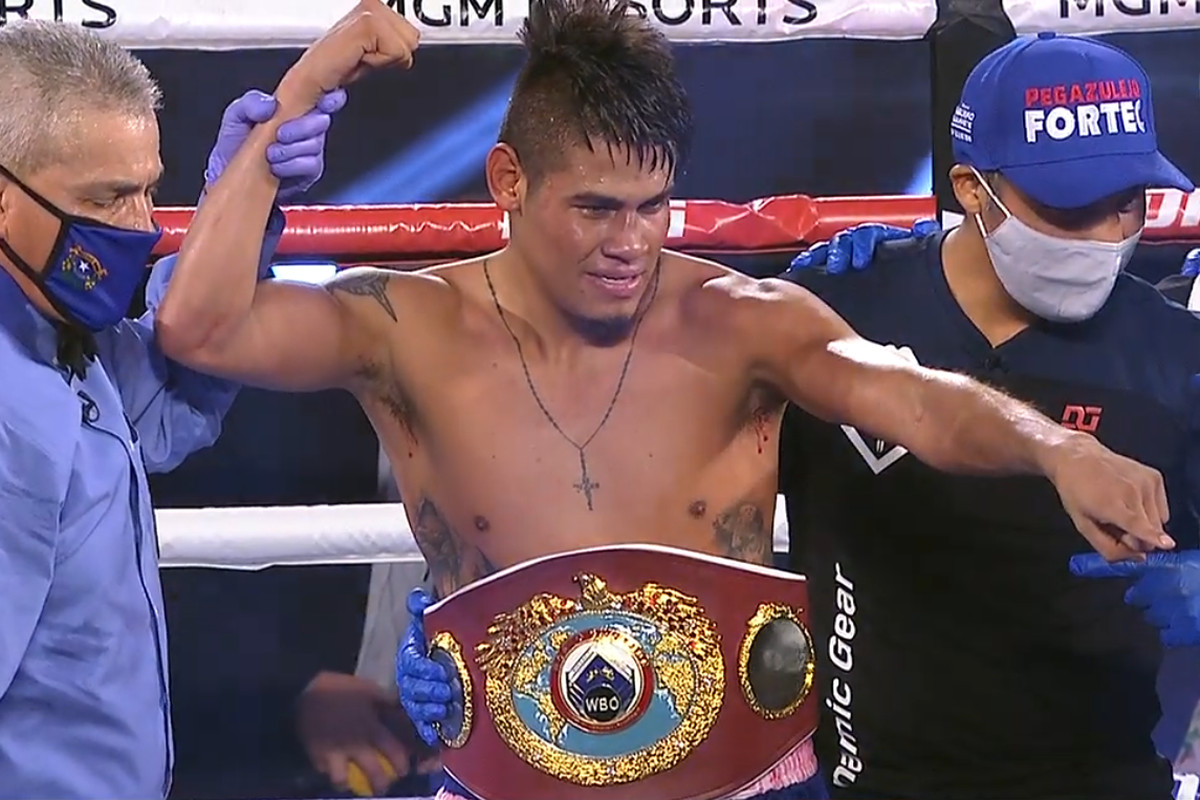Emanuel Navarrete drops Ruben Villa twice, wins WBO belt by decision - Bad  Left Hook