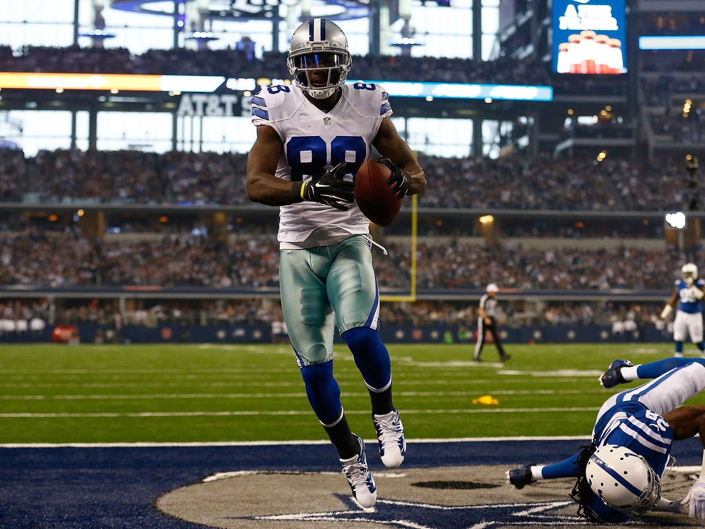 Dez Bryant Signs 5 Year 70 Million Contract With Cowboys