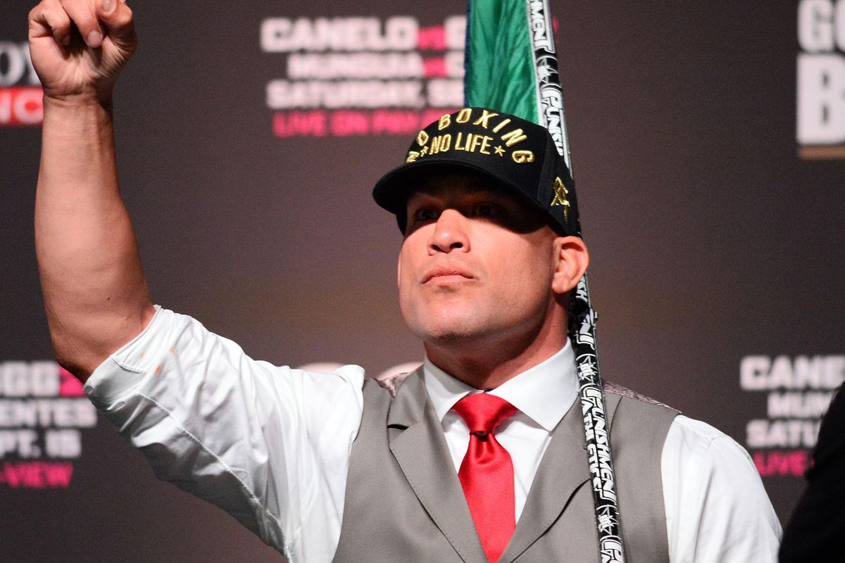 Video: Tito Ortiz comes out of retirement, signs Combate Americas contract cageside
