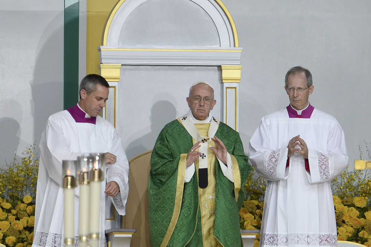 Pope Francis celebrates mass at the World Meeting of Families at Benjamin Franklin Parkway in 2015.