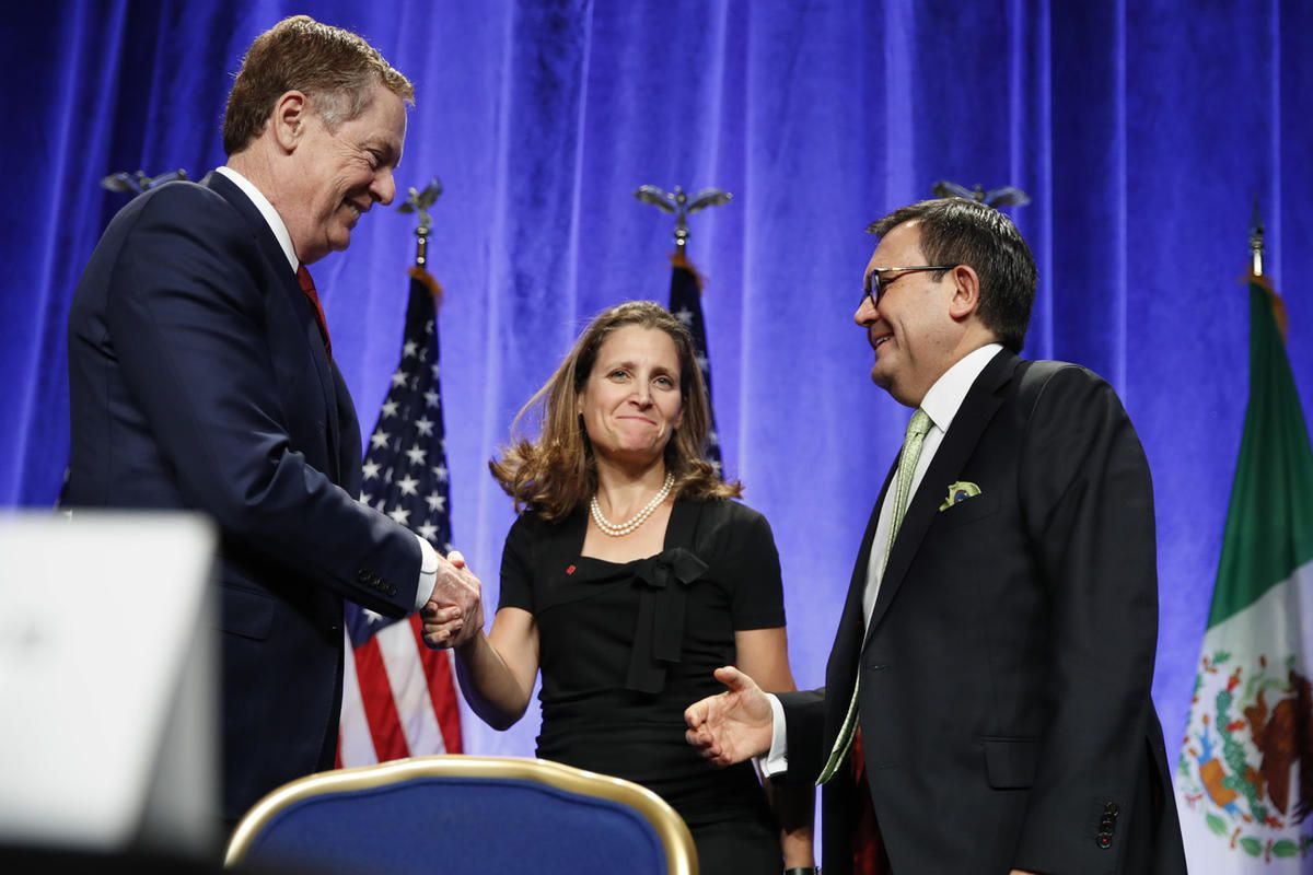 U.S. Trade Representative Robert Lighthizer, left, shakes hands with Canadian Foreign Affairs Minister Chrystia Freeland, accompanied by Mexico's Secretary of Economy Ildefonso Guajardo Villarreal, after they spoke at a news conference, Wednesday, Aug. 16