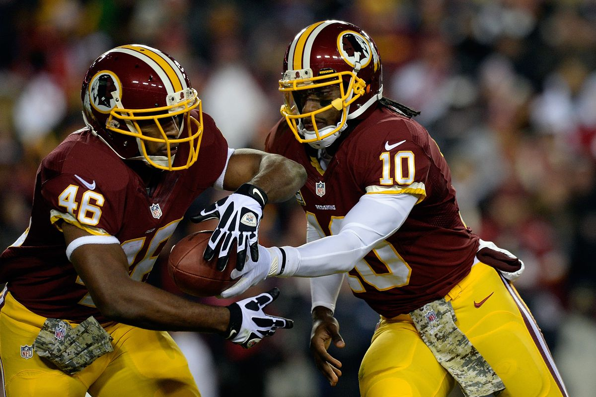 Alfred Morris takes a handoff from Robert Griffin III