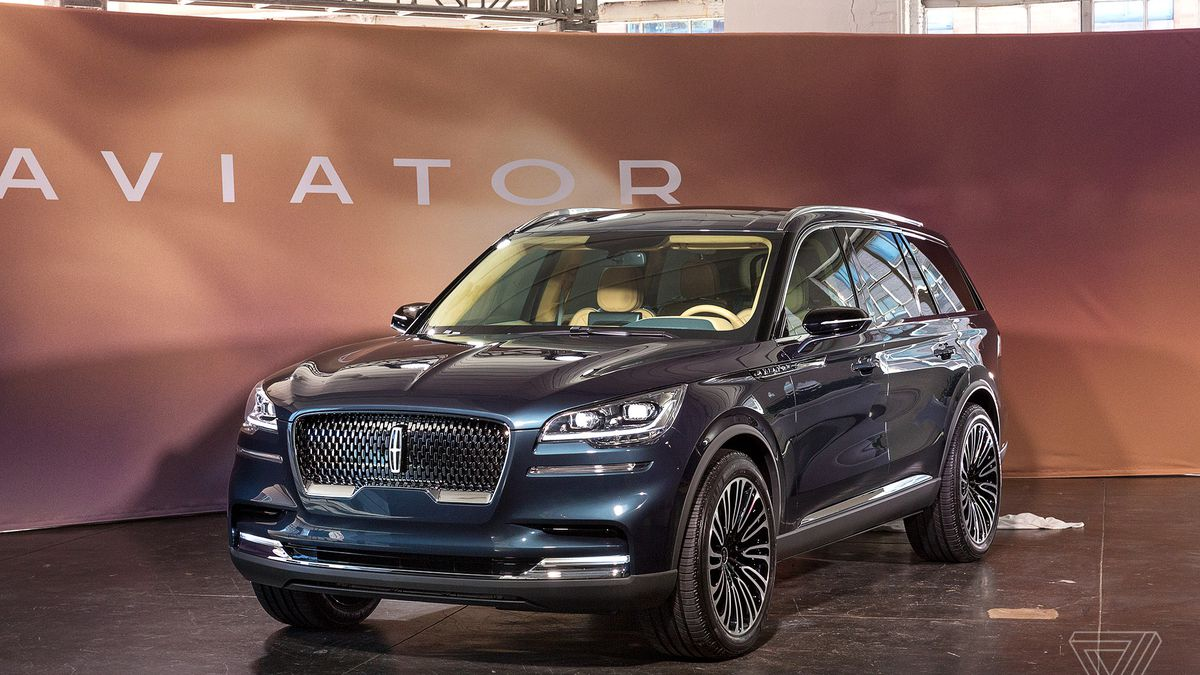 The Lincoln Aviator is a plug-in hybrid SUV with a smartphone as a key