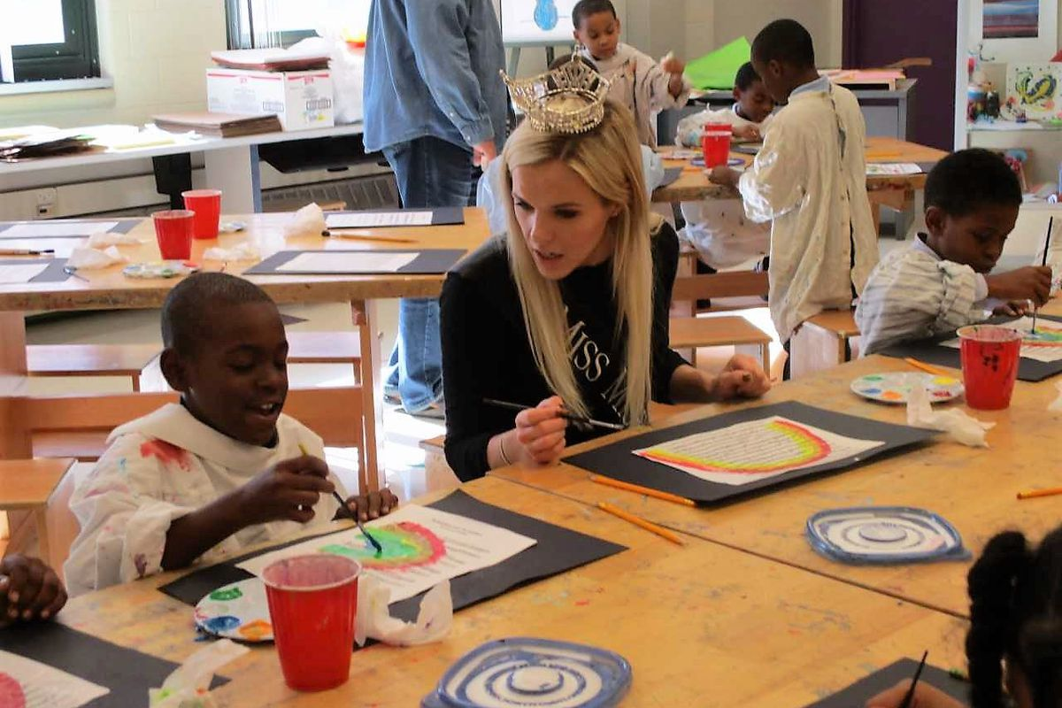 Miss Michigan Heather Heather Kendrick spent the day with students at the Charles H. Wright Academy of Arts and Science in Detroit