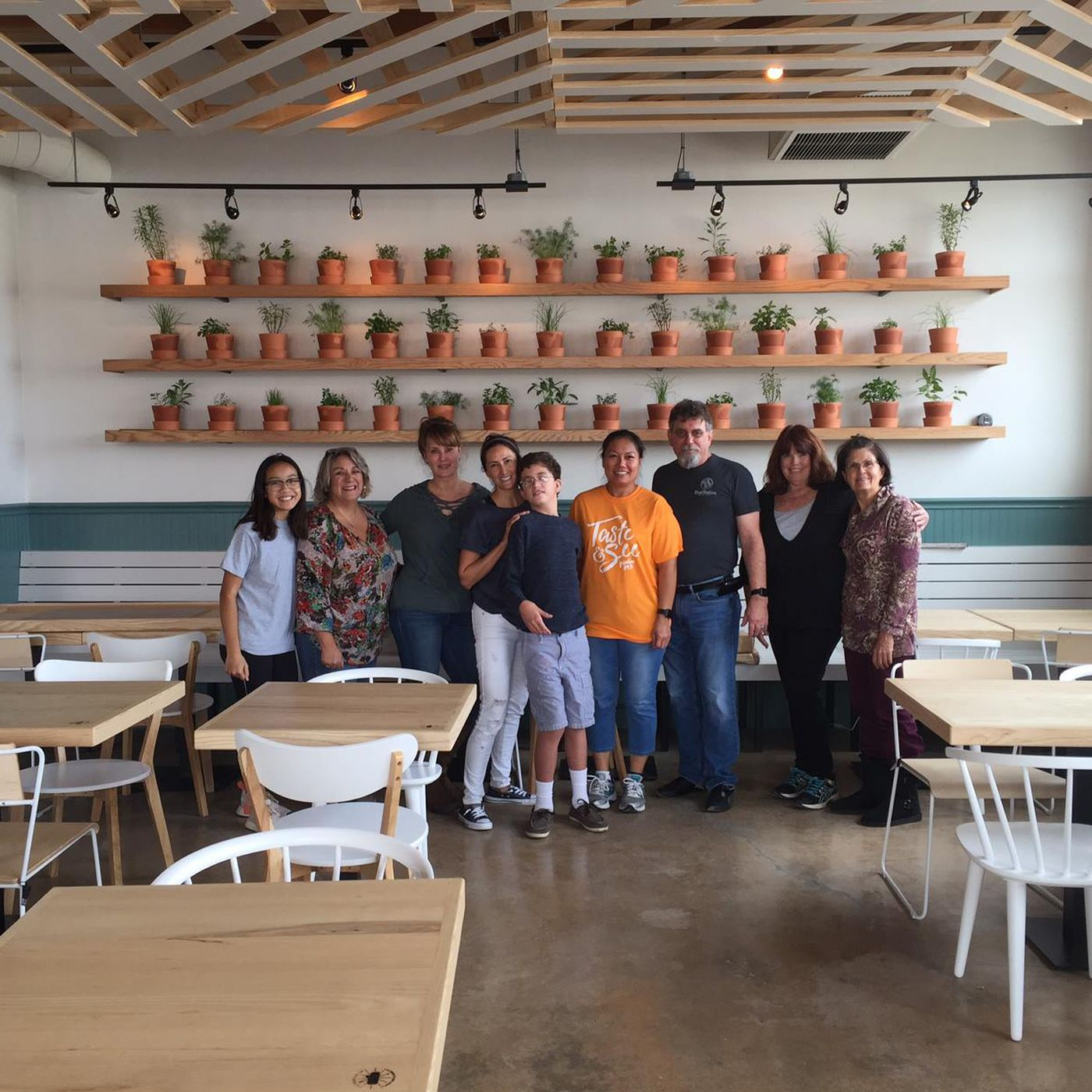 Fort Worth Now Has A PayWhatYouCan Restaurant Eater Dallas - Restaurant community table
