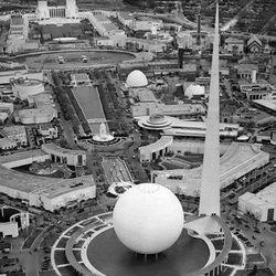 "Birds-eye view of the World's Fair via <a href=""http://aquirkyblog.com/tag/1939-1940-worlds-fair/"">A Quirky Blog</a>."
