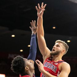 Ryan Luther (10) hooks the ball in over Brandon Williams during the 2018 Red-Blue game in McKale Center on October 14 in Tucson, Ariz.