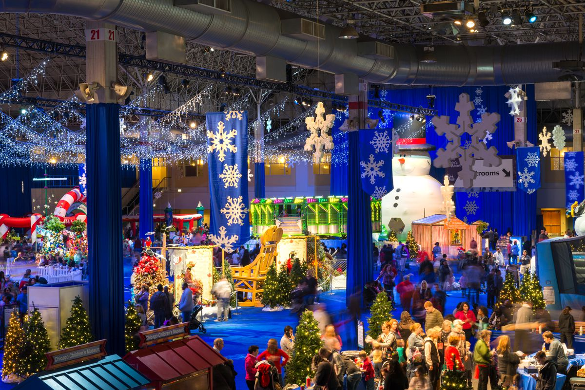 Chicago Christmas Tree Lighting 2019.Holiday Entertainment Guide Nutcrackers Scrooges And
