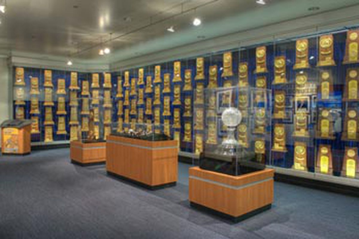 Can the tennis teams add to UCLA's collection of NCAA hardware?