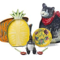 Can't decide on the sliced pineapple tray, the fat cat or the teeny rooster? Neither could we. Just bid on the whole set.