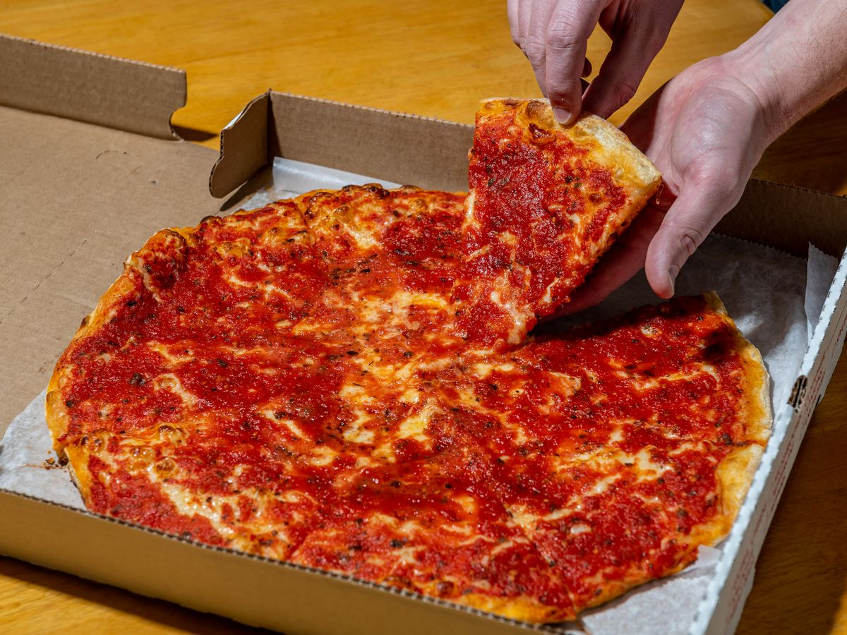 Cheese pizza at Vace.
