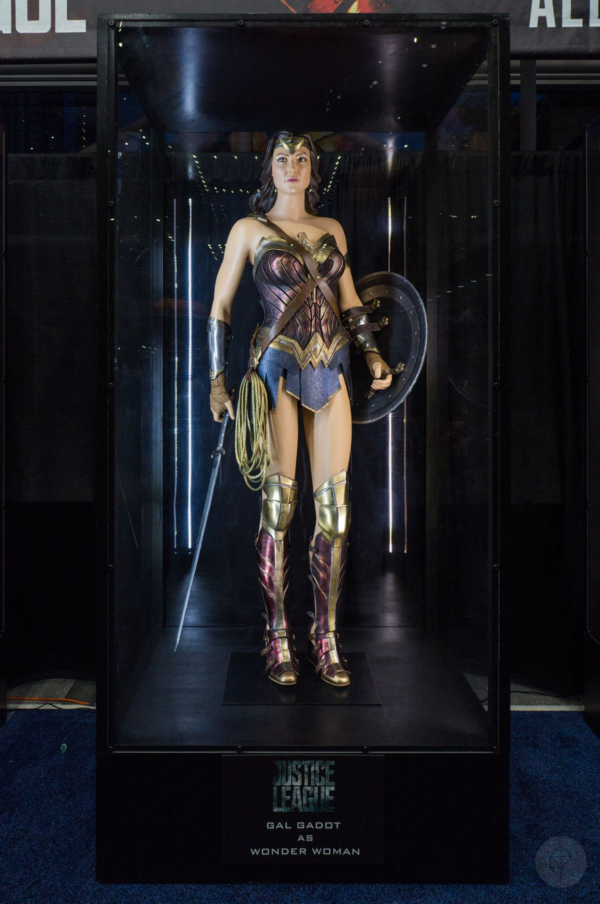 Wonder Woman costume from Justice League movie in glass case at NYCC 2017