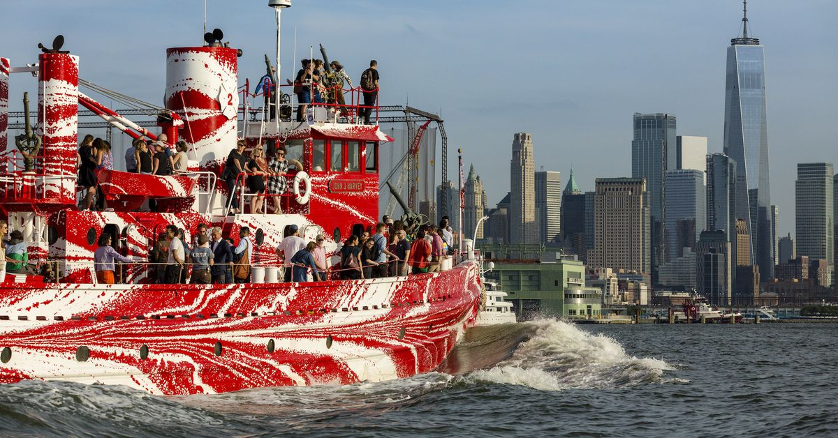 New york s most historic fire boat has a dazzling new for Painting jobs nyc