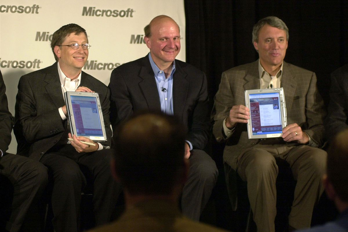 Microsoft Chairman and Chief Software Architect Bill Gates (L) and Chairman and CEO for Toys R Us John Eyler (R) hold up the Tablet PC which runs on Windows XP in 2002.
