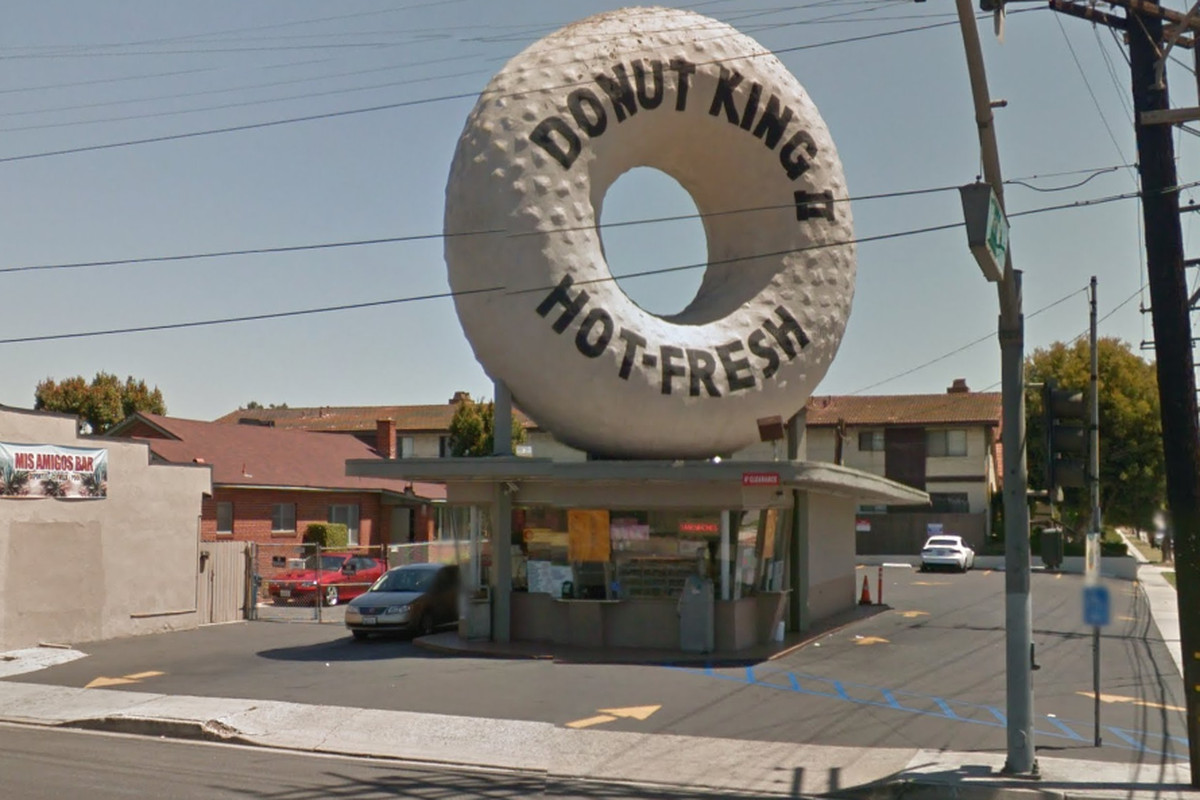 Gardena S Iconic Donut King The Site Of Massive Car Crash Overnight