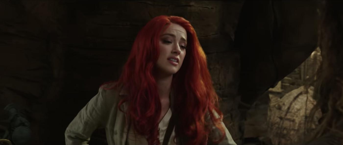 21+ Redhead In Aquaman  Gif