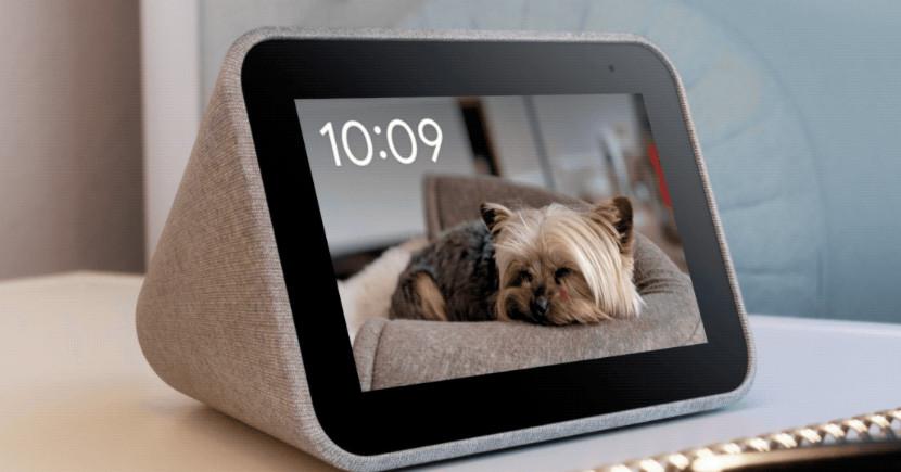Lenovo's Smart Clock can now showcase your Google Photos collection