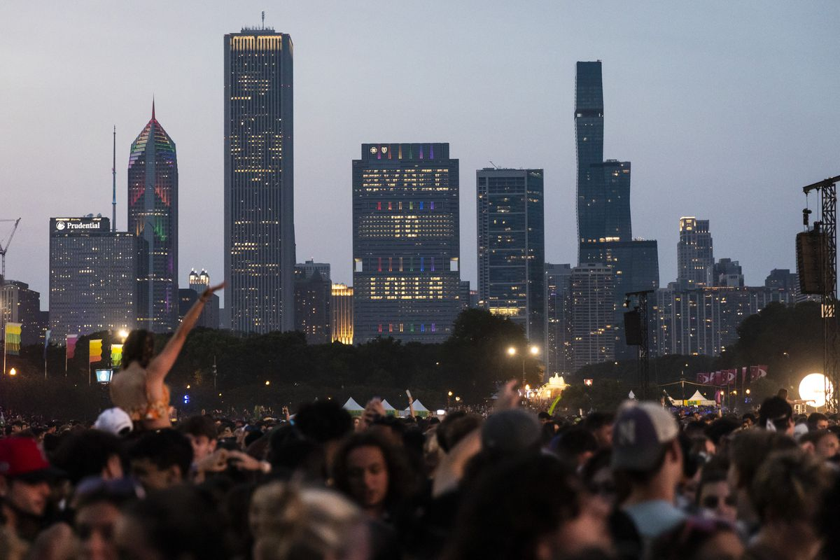 Festival-goers flock to Grant Park for day three of Lollapalooza