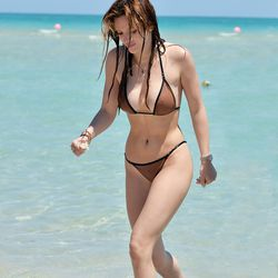 Bella Thorne keeps it classic and simple.