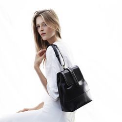 """<b><a href=""""http://freedomofanimals.com/"""">Freedom of Animals:</a></b> Because vegan bags have never looked so sleek."""
