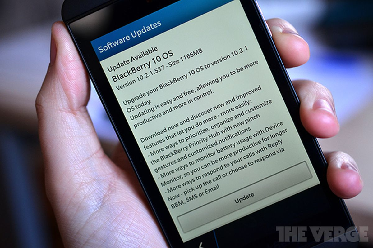BlackBerry 10 gets upgraded lock screen, group messaging