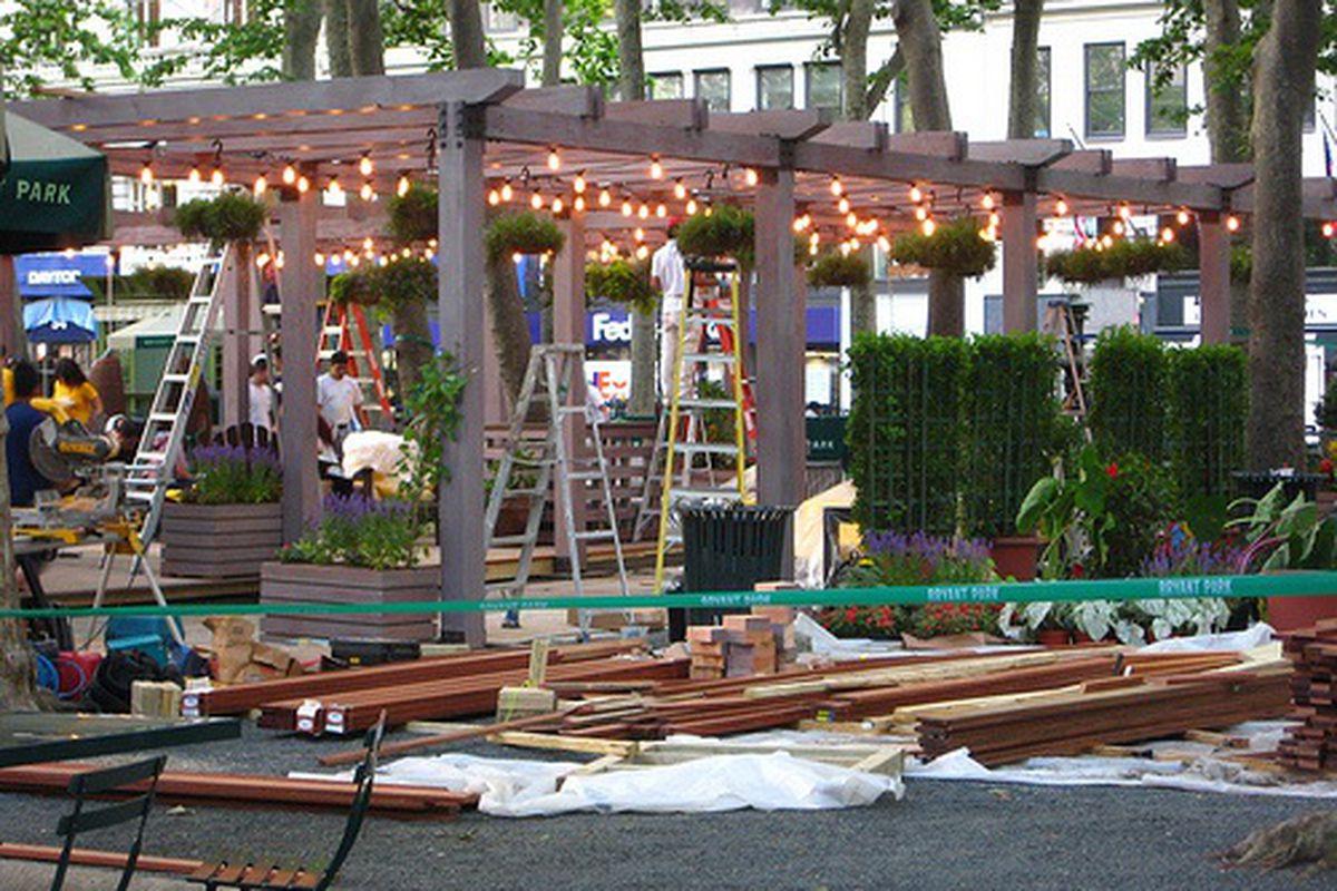 'wichcraft Bryant Park Pop-Up Gets Romantic Lighting