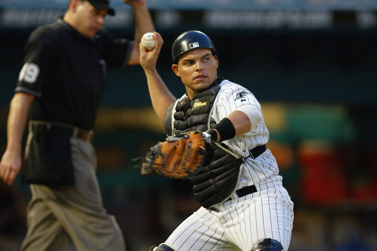 Pudge Rodriguez gets ready to throw