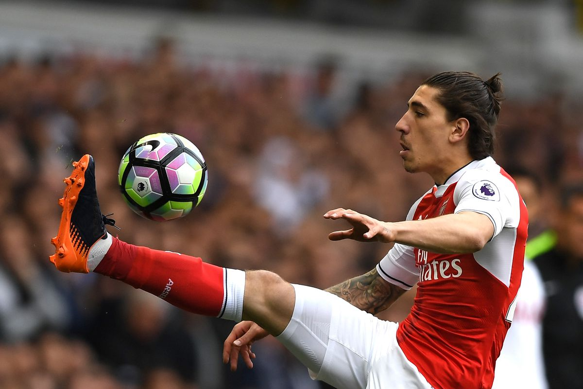 Arsenal star responds directly to summer transfer talk