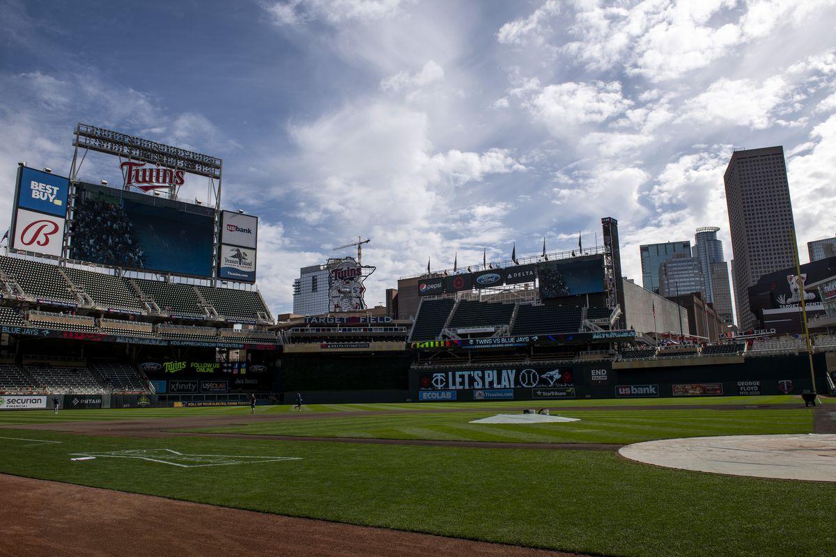 Toronto Blue Jays v Minnesota Twins