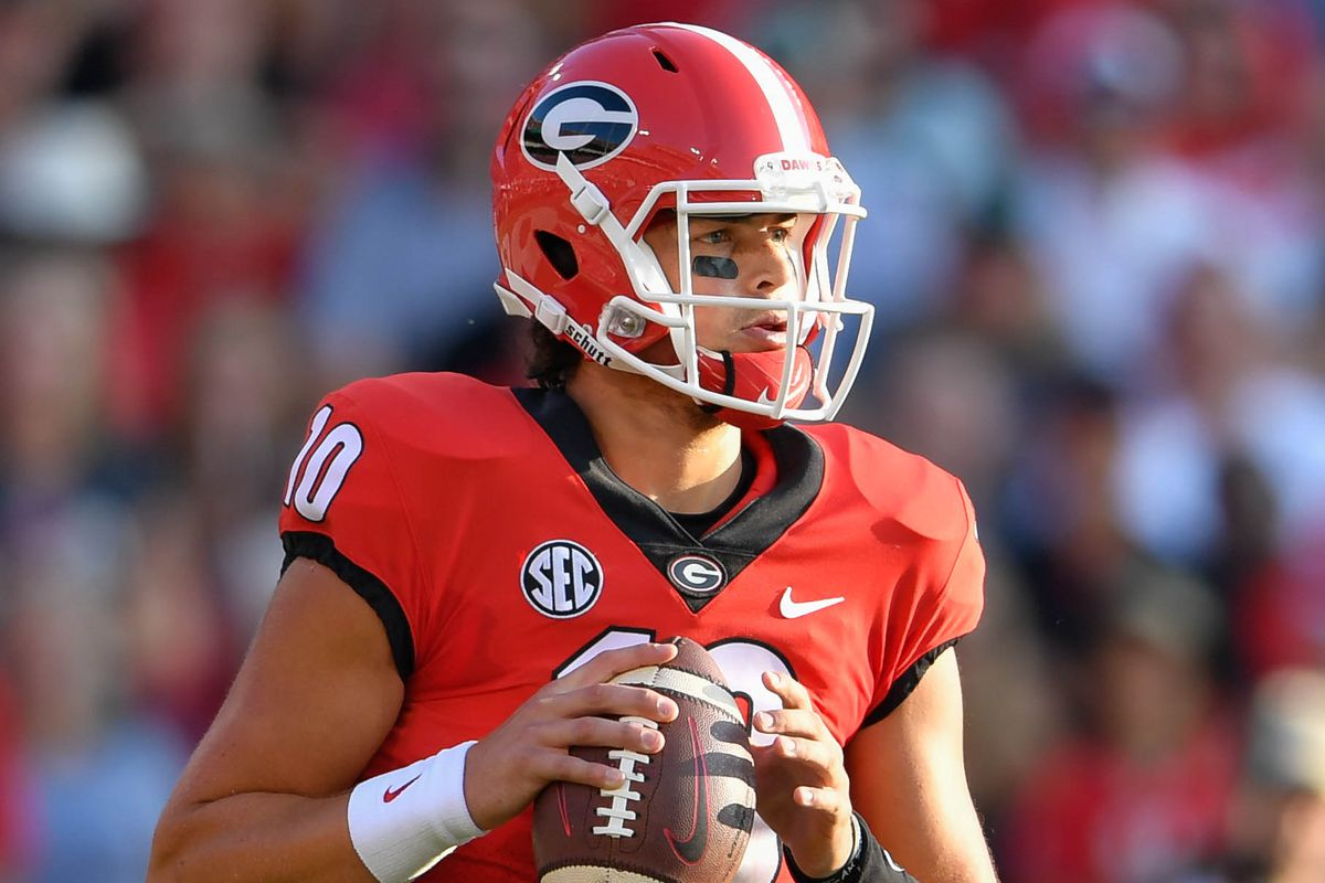 Georgia QB Jacob Eason leaves game with apparent knee injury