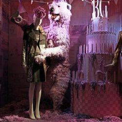 "<a href=""http://www.windowswear.com/image/5507/"">Bergdorf Goodman, New York</a>"