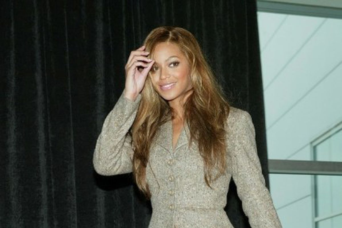 Beyonce in Ugg boots and a mini skirt