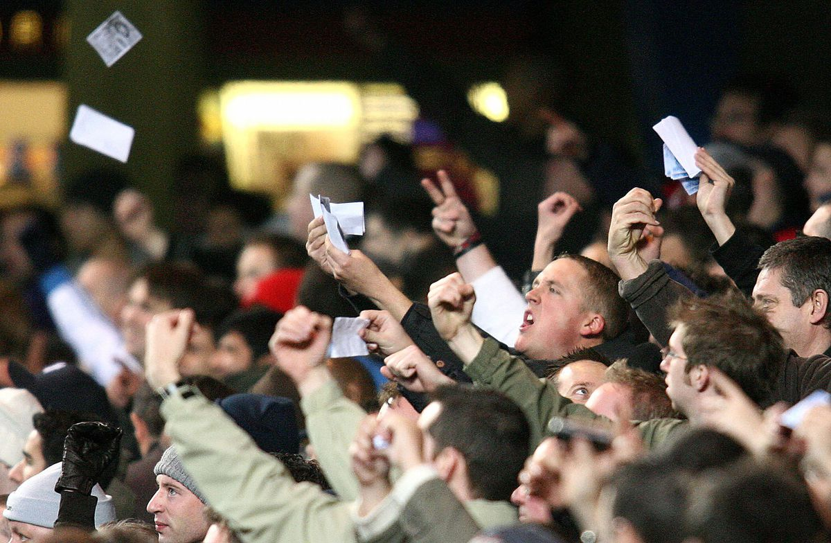 Arsenal fans vent their fury towards for