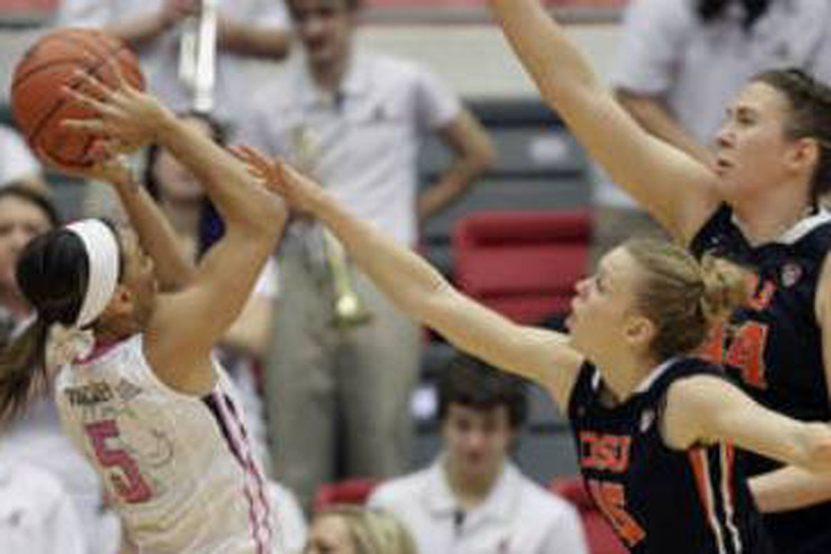 Lisa Galdiera had the best game of the day, but Jamie Weisner, Ruth Hamblin, and other Beavers had better balance.